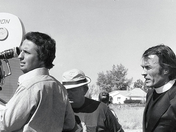 Michael Cimino and Clint Eastwood on the set of Thunderbolt & Lightfoot