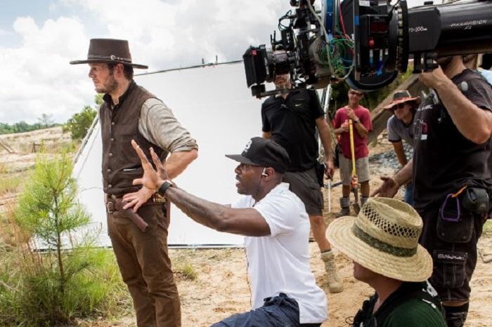 Antoine Fuqua with Chris Pratt on set