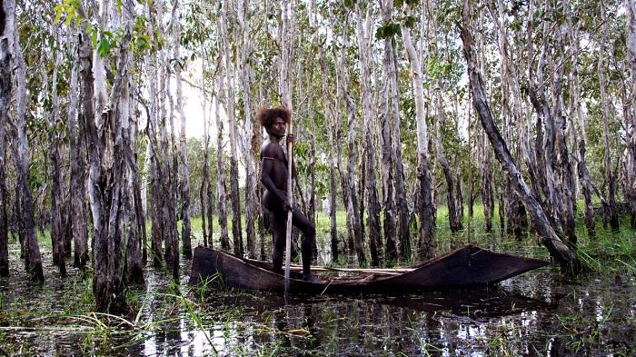 ten-canoes