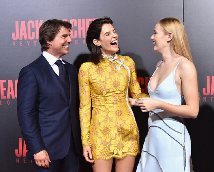 Tom Cruise, Cobie Smulders, and Danika Yarosh at the premiere of Jack Reacher: Never Go Back