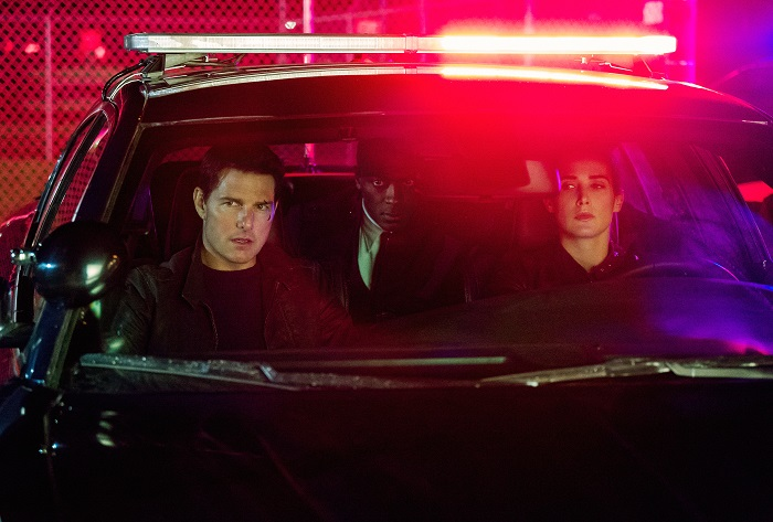 Tom Cruise, Aldis Hodge, and Cobie Smulders in Jack Reacher: Never Go Back