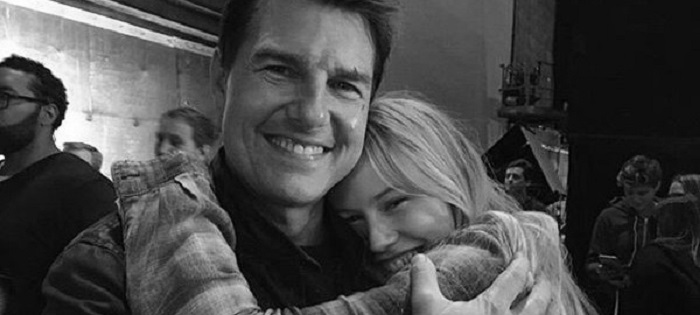 Tom Cruise and Danika Yarosh on the set of Jack Reacher: Never Go Back