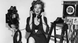 bw-marilyn-monroe-phone-telephone