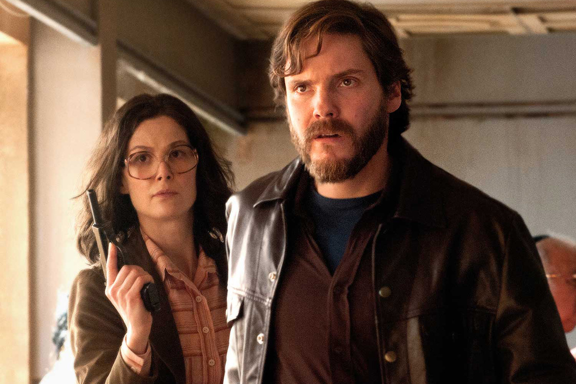 7-days-in-entebbe-daniel-bruhl-rosaumund-pike