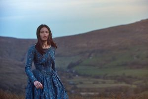Frances O'Connor reaches for wuthering heights on <i>Emily</i>